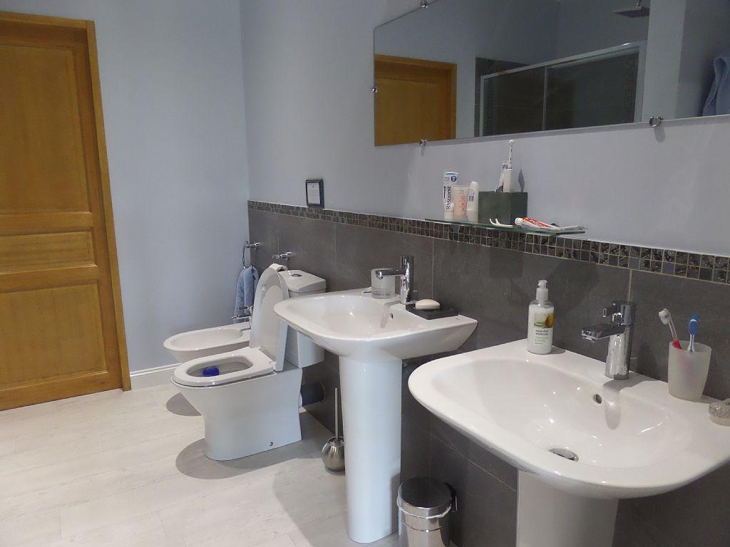 La Roche - En Suite - Master Bedroom