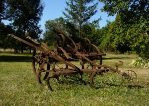 La Roche - Front Garden with Plough